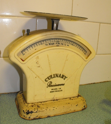Photograph of a 1950s vintage set of cream coloured scales
