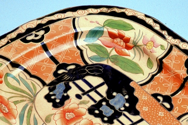 "Macquarie serving platter decorated with ""Japan"" pattern c1800-1820 (detail)"