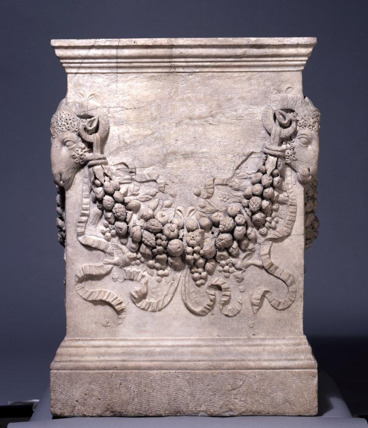 Roman altar, on each side a floral festoon pendent from ram's head on the edges.