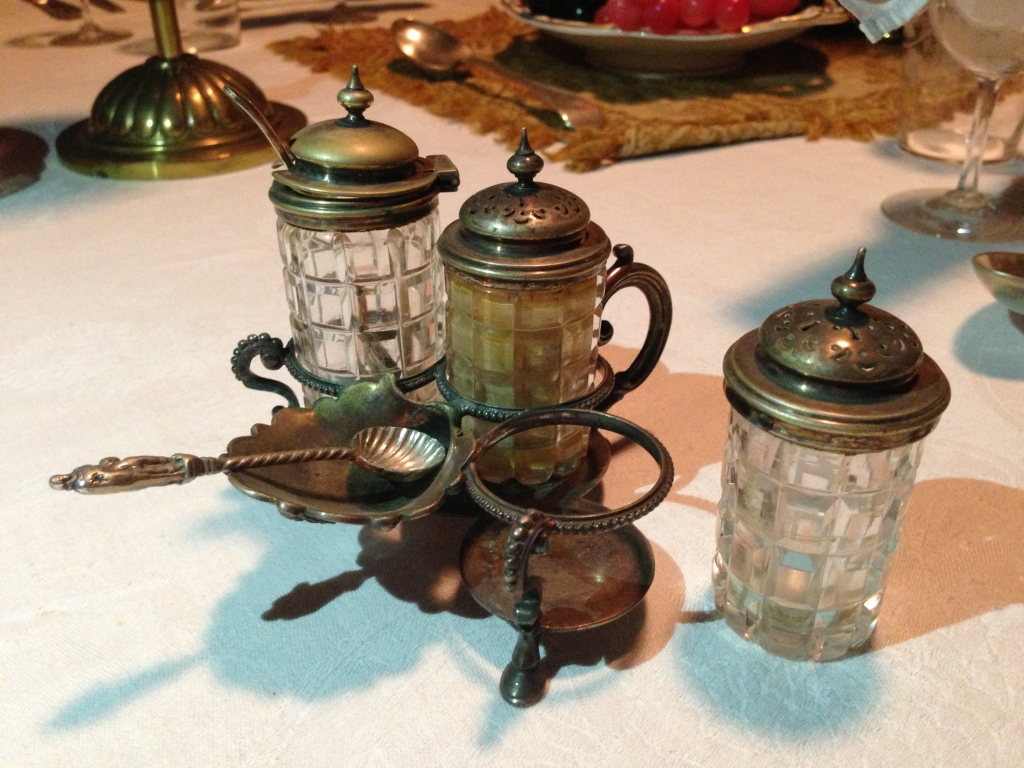 Small 3 bottle breakfast cruet set incorporating a salt cellar