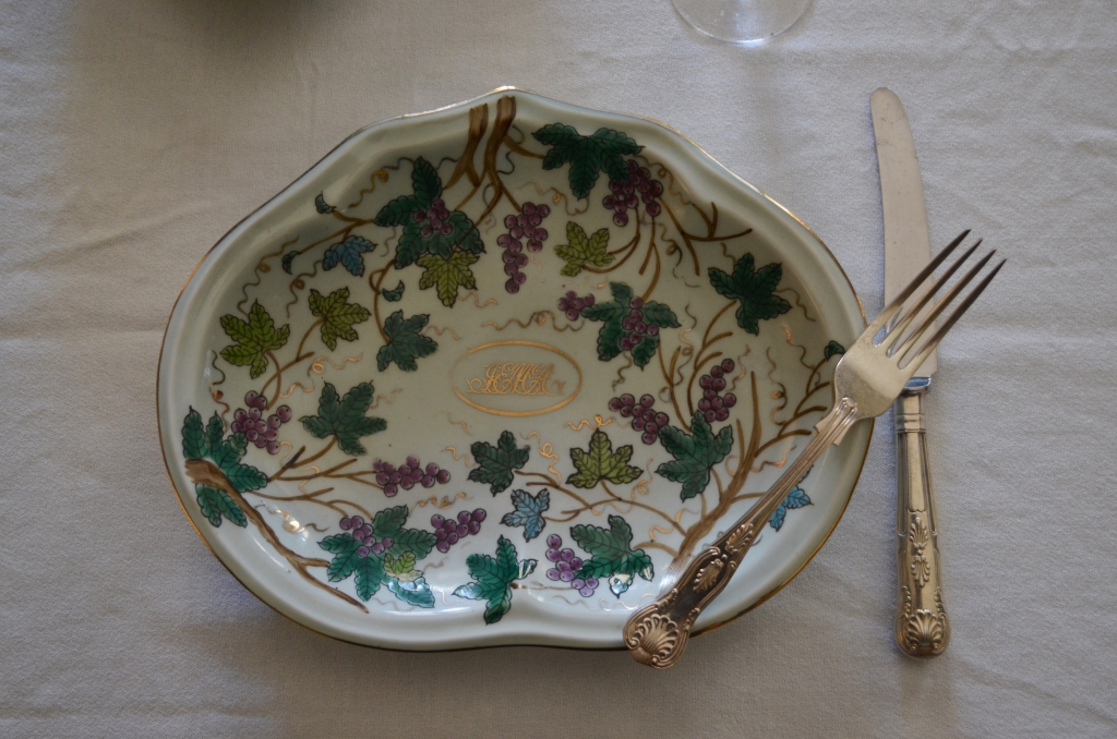 Example of Victorian table talk using dessert ware