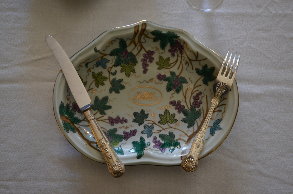 Examples of Victorian table talk using dessert ware