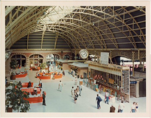 The concourse in 1981 had a kind of 1970s sitting-room aesthetic, with indoor plants and bright orange moulded seats.